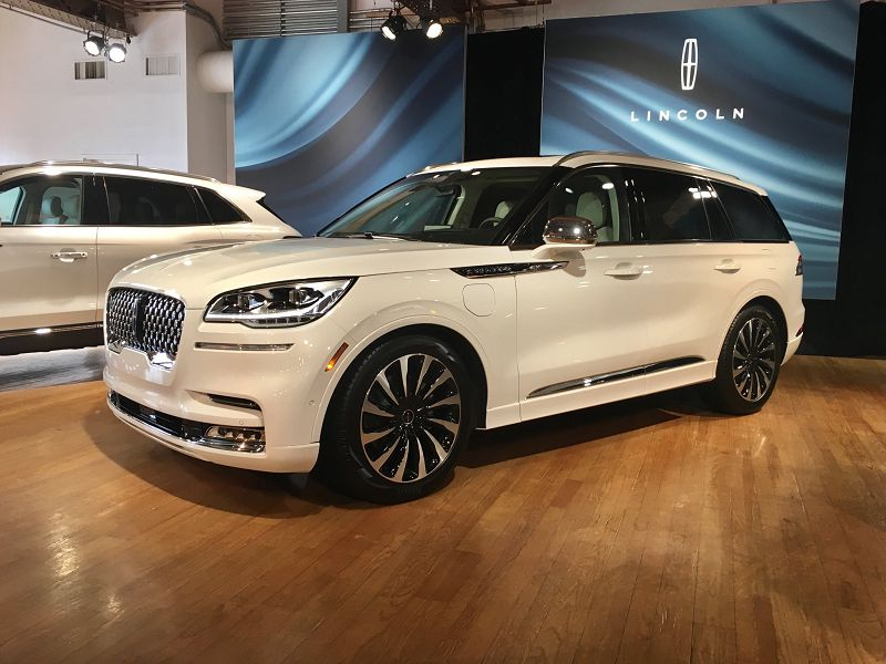 2021 Lincoln Electric Suv Price Lease Reviews Aviator