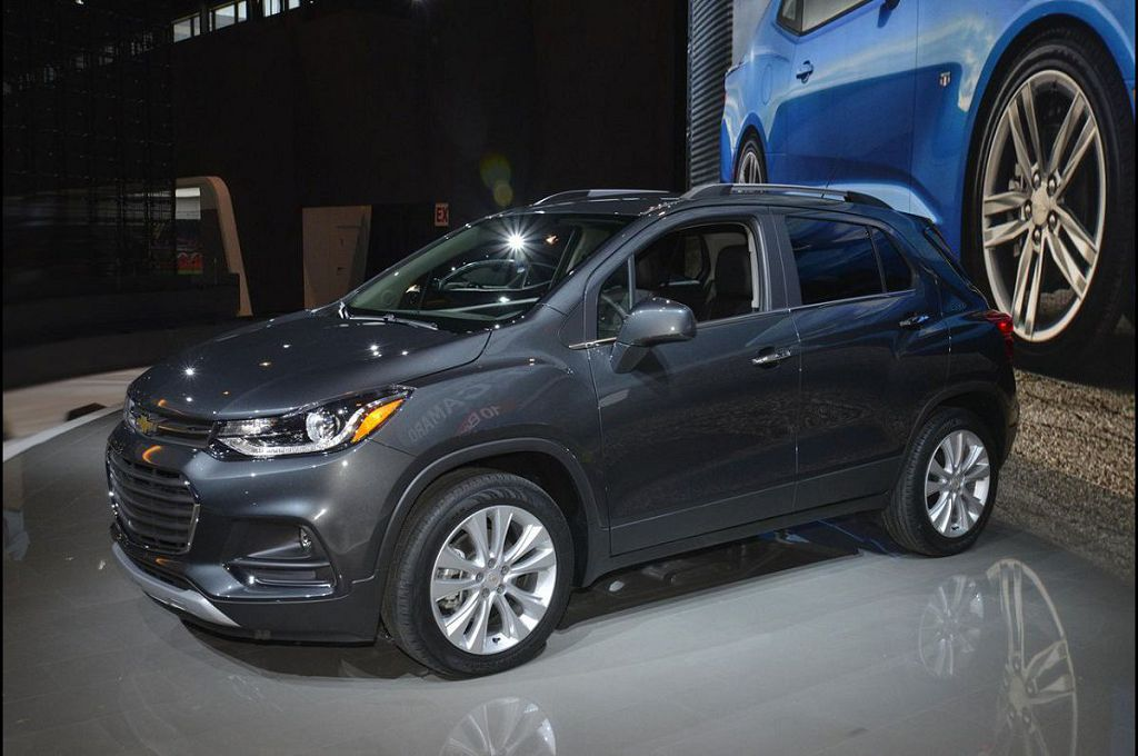 2021 Chevy Trax Tracker Pictures